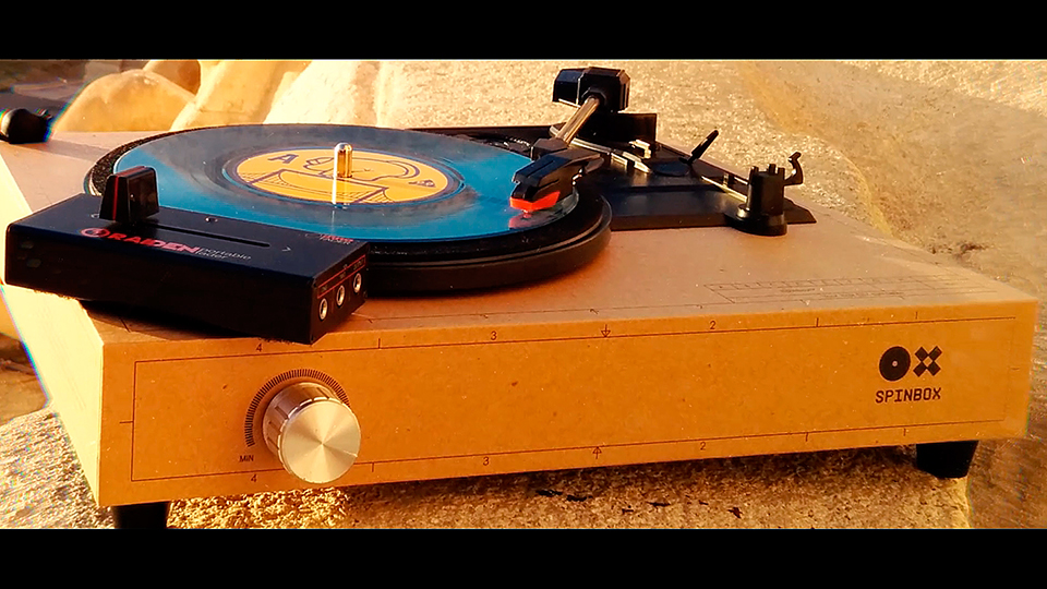 The Spinbox Portable Turntable (First appearance in France) - Portablism Culture.